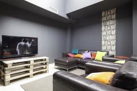 (Español) Hotel BCN 40 | Sala TV